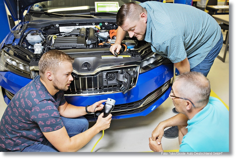 190819 SKODA AUTO trains staff for demands of electromobility 1